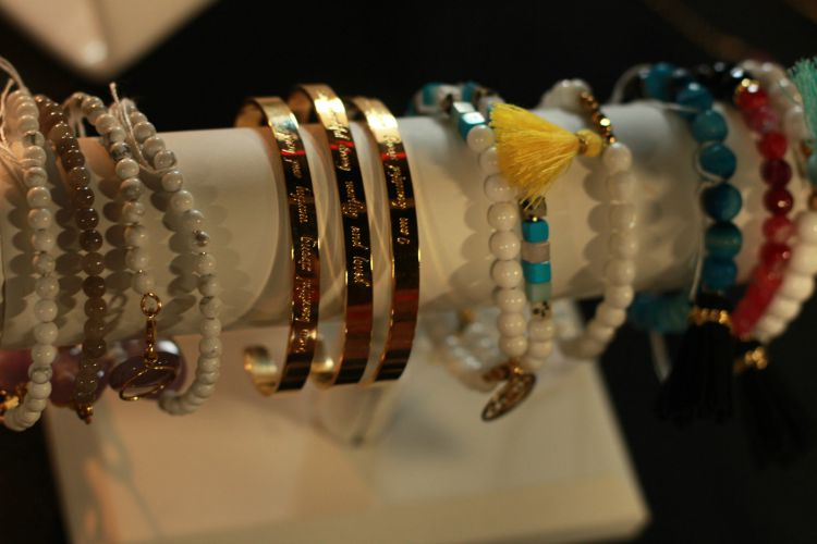 Brenda Grands bracelets and tasstels