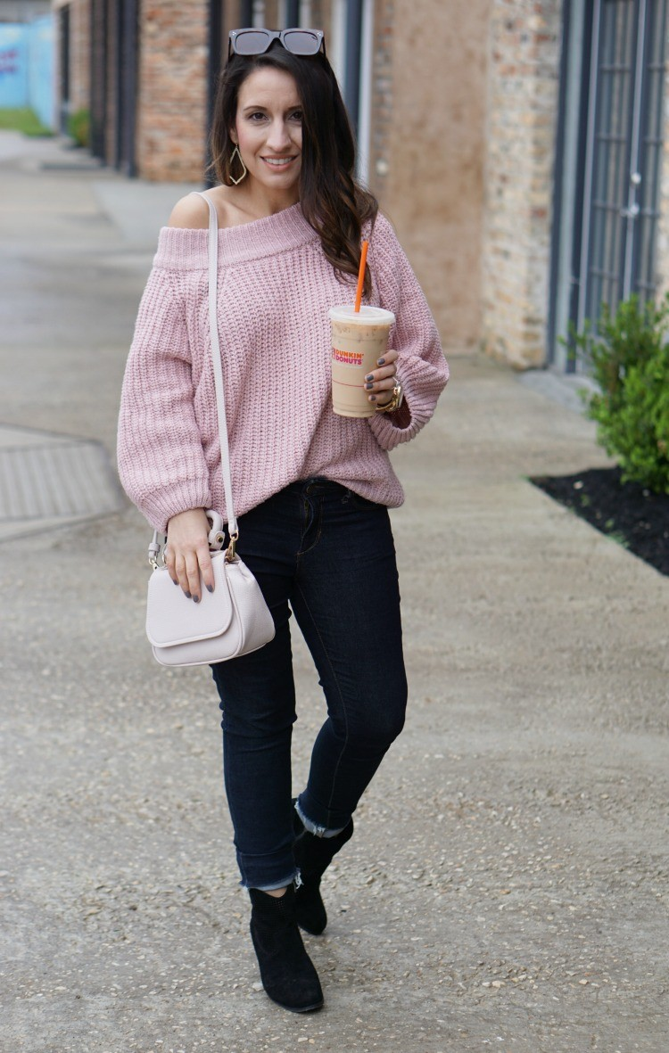 Pink off the shoulder sweater, skinny jeans, and the perfect pink handbag, Pretty In Her Pearls, Houston Blogger, Petite Blogger, Mom Blogger, #Petiteblogger #houstonblogger #petitestyle #romwe #urbanexpressions #pink